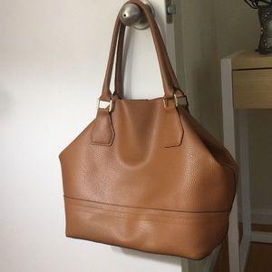 Beautiful tan handbag 👜